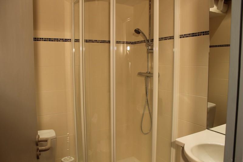 Salle de douche 611